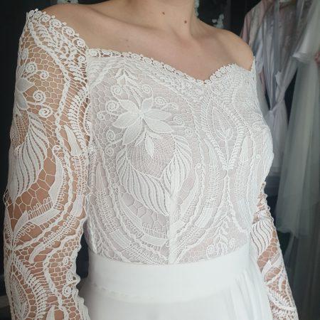 Svadobné šaty s odhalenými ramenami