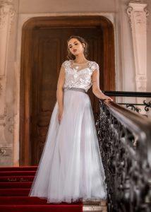 Púdrové svadobné šaty