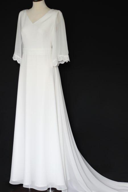 Svadobné šaty s volánovými rukávmi