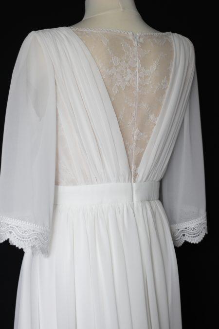Svadobné šaty s krajkou na chrbáte